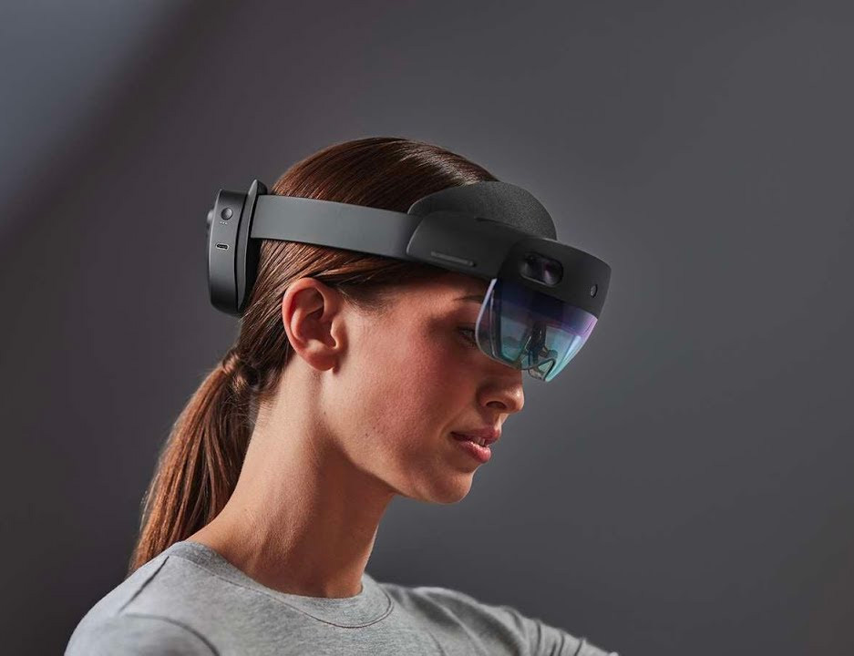 Microsoft Introduces HoloLens 2 Mixed Reality Headset at werd.com
