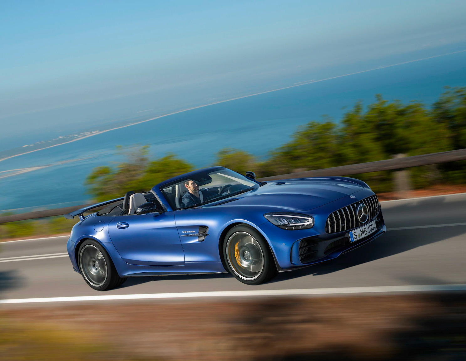 Mercedes Rolls Out Convertible AMG GT R Roadster at werd.com