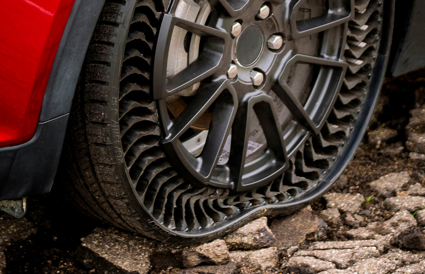 Michelin Rolls Out Airless, Puncture-Proof UPTIS Tires at werd.com